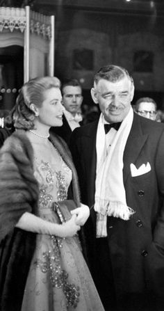 Grace-Kelly_Clark-Gable-1954.jpg